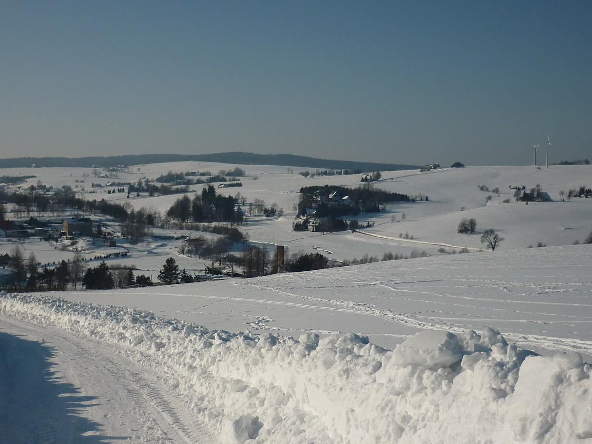 Oberhalb von Kalek (Kallich) mit Blick zurück Richtung Rübenauer Streusiedlungen