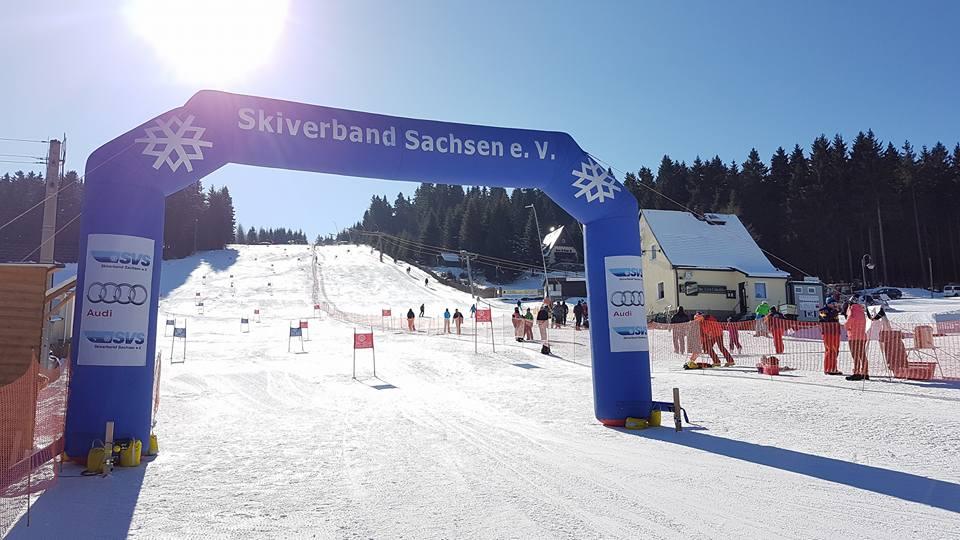 Wettkampf am Skihang Carlsfeld