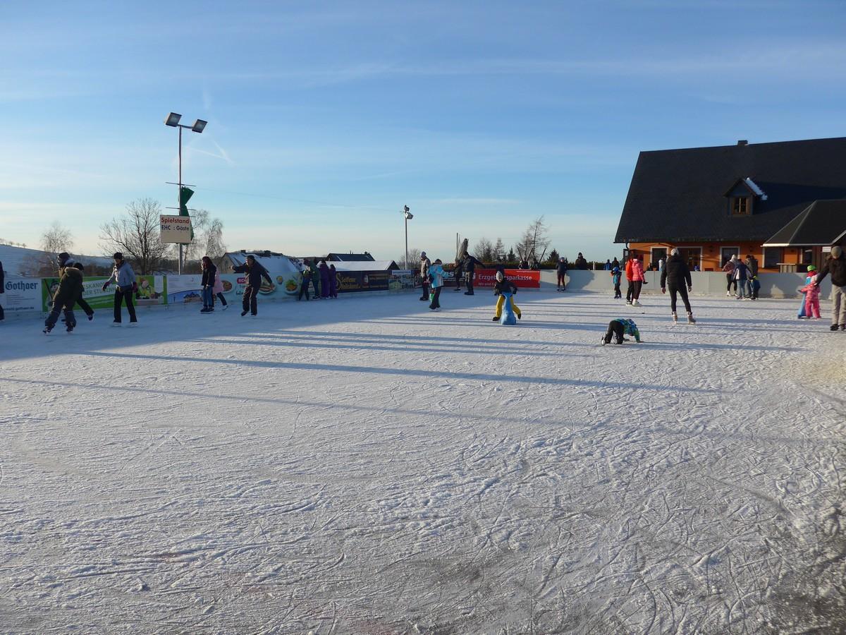 Eislaufen in der Sportwelt Preußler bei Seiffen