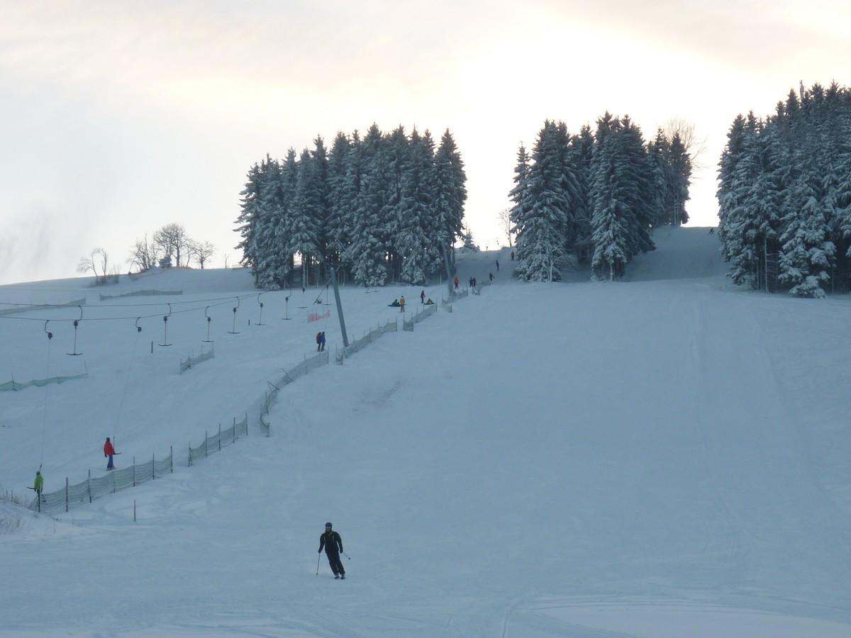 Skigebiet Holzhau am späten Nachmittag