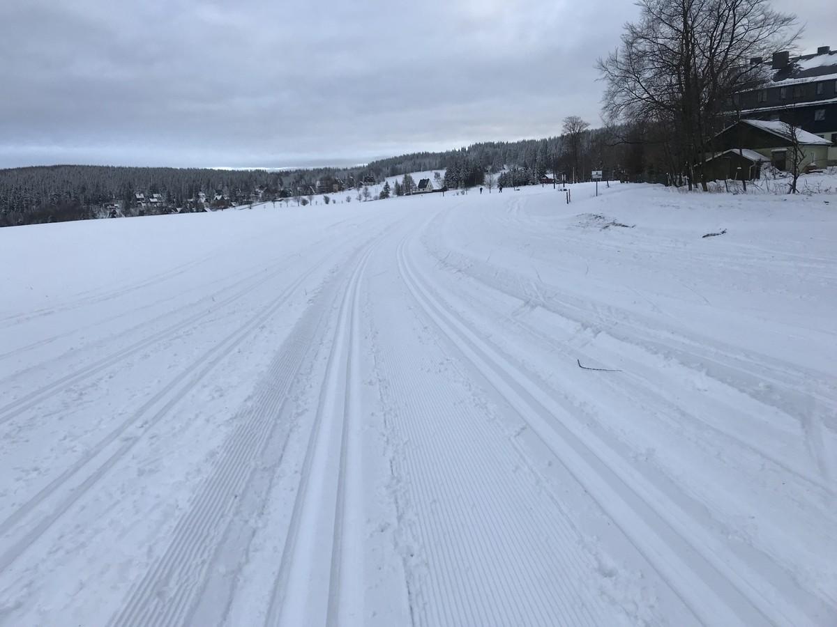 Anschlussloipe ins Tal zum Skilift, zum Bahnhof und zum Hotel Lindenhof