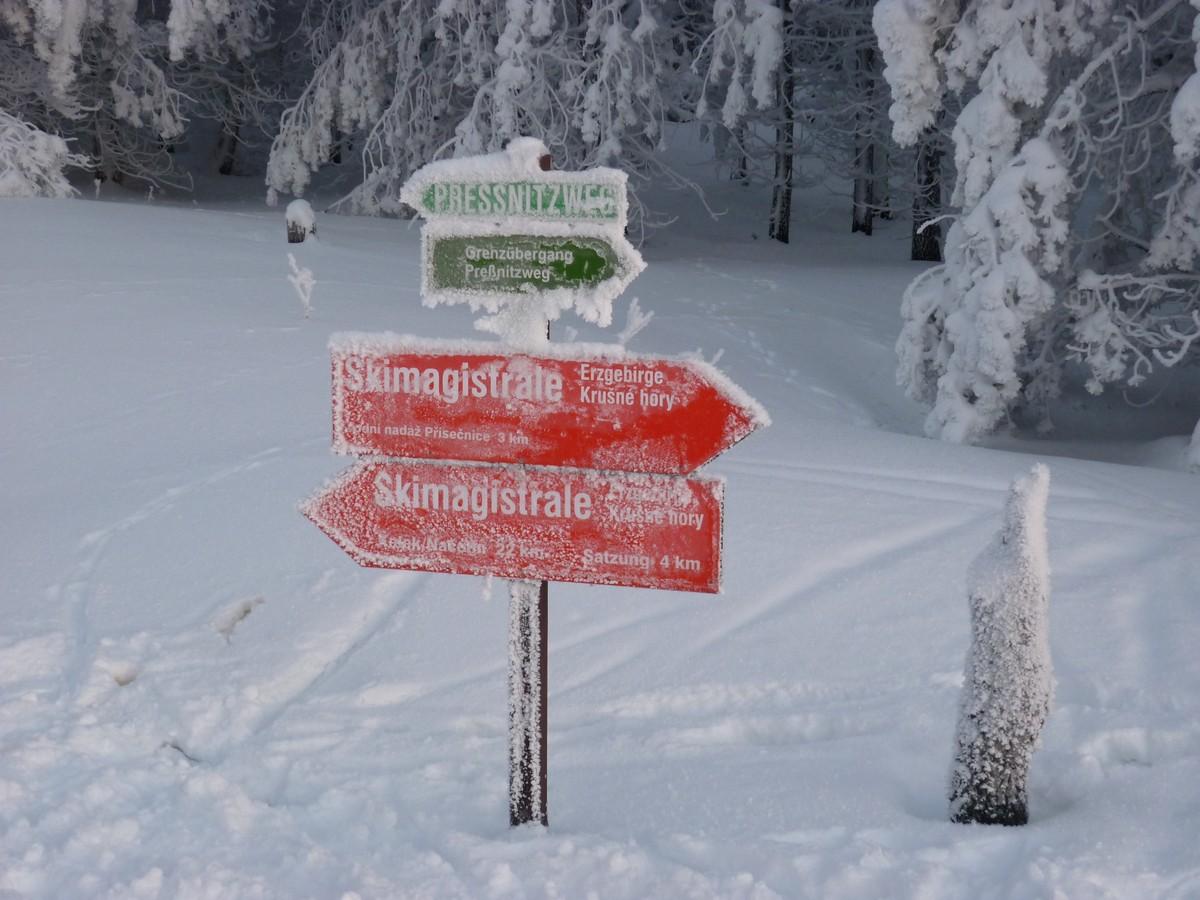 Ausschilderung Skimagistrale nahe Grenzübergang