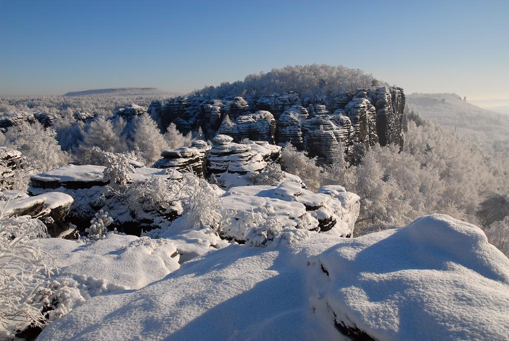 Tyssaer Wände im Winter - das Gebiet gehört schon zum Elbsandsteingebirge