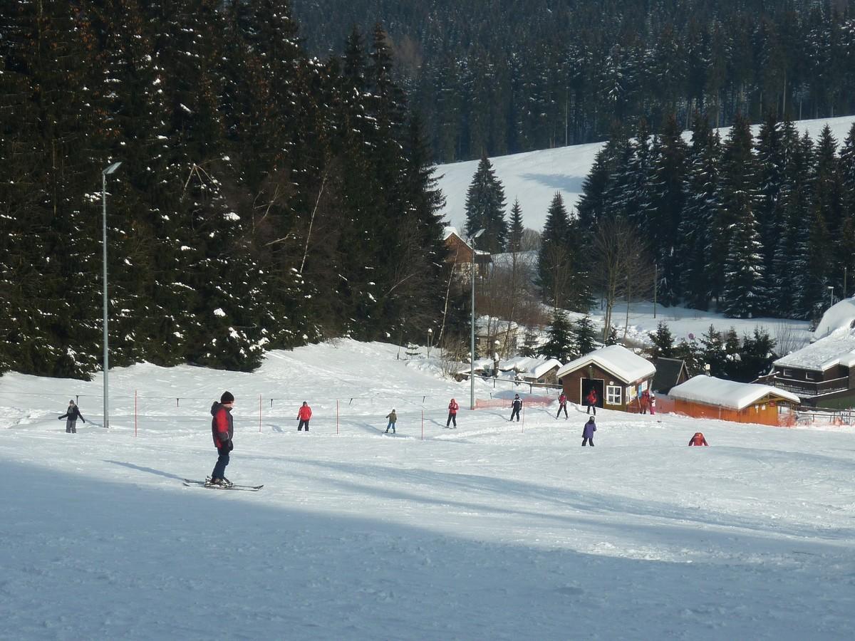 Kleiner Skilift und Skihang Mühlleithen