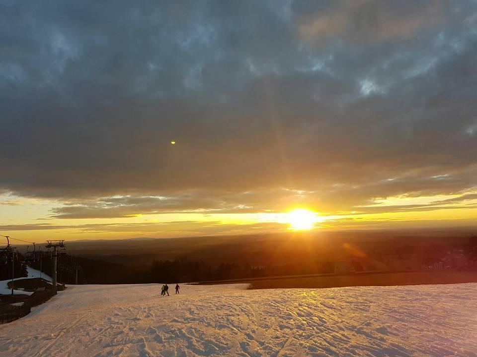 Skiwelt Schöneck am Abend