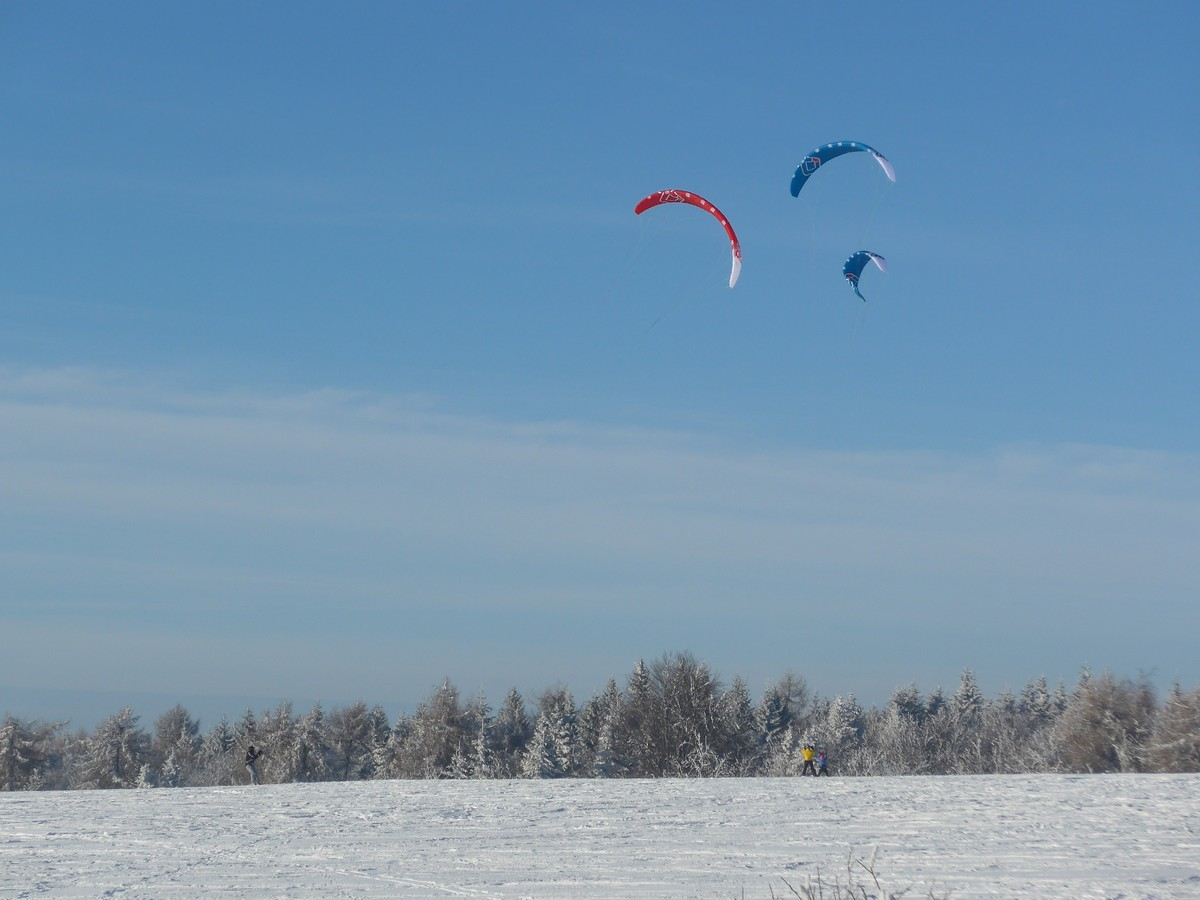 Snowkiting bei Adolfov im Osterzgebirge