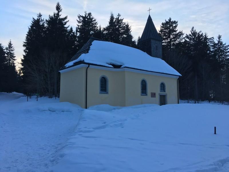 Leopoldsreut mit kleiner Kirche