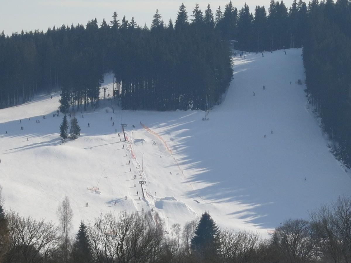 Blick aufs Skigebiet Bublava am Bleiberg