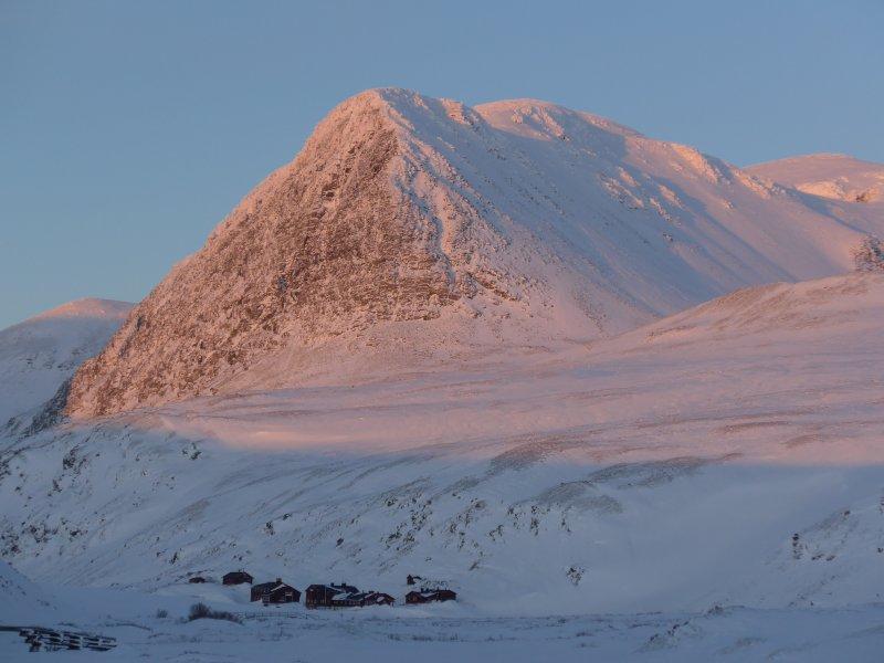 Die höchsten Berge des Rondane-Gebirges in der Abendsonne.