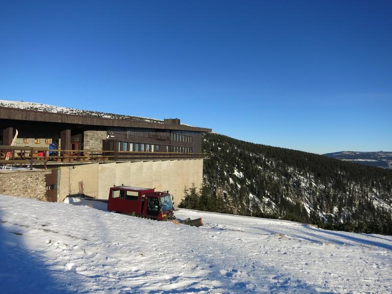An der Bergbaude Labská bouda im Riesengebirge