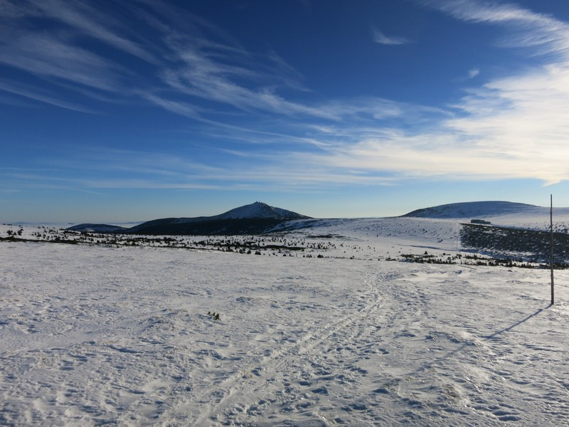 Auf dem Hochplateau des Riesengebirges - die 1603 Meter hohe Schneekopee kommt ins Blickfeld